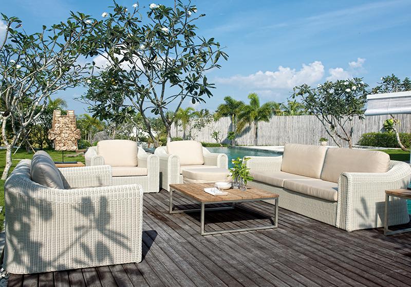 Es fantástico poder disfrutar del aire libre en nuestros jardines, patios o terrazas. Por eso, con los muebles para exterior adecuados podemos crear espacios ideales con mucha personalidad.  Unos muebles para exterior que sean a la vez cómodos, funcionales y duraderos son la mejor opción para nuestros espacios al aire libre. Si además le unimos estilo y diseño, conseguiremos ambientes muy confortables y con mucho estilo. En los cuales, podremos disfrutar de maravillosas veladas, momentos de relax, comidas familiares...