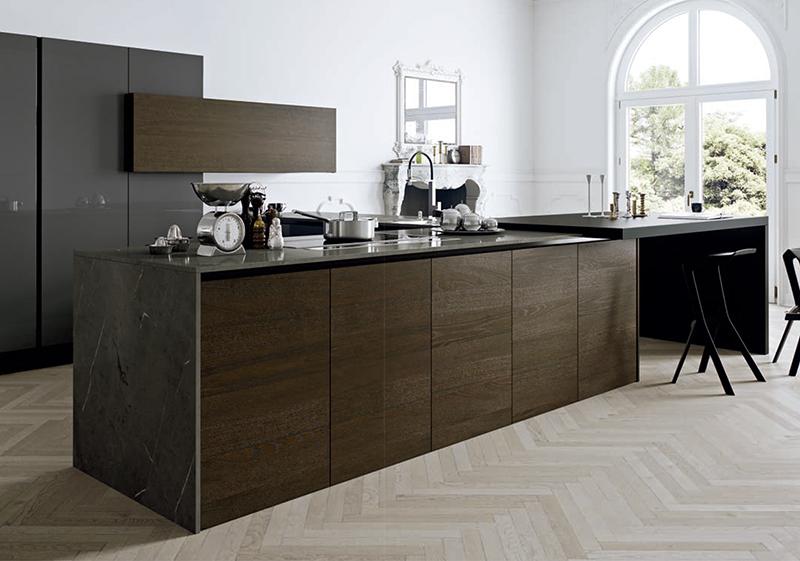 A todas las personas que les gusta cocinar saben que la cocina es otro de los espacios de nuestro hogar que refleja nuestra personalidad. Por eso, elegir los muebles para la cocina estará del todo ligado a las horas que pasaremos en ella y a nuestro estilo personal.  Os traemos tres modelos de muebles de cocina muy diferentes. Tres propuestas para tres estilos y ambientes distintos. En las cuales primarán el diseño, la funcionalidad y por supuesto la calidad.