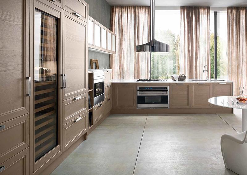 El efecto madera y la madera en si, son opciones que nunca pasan de moda. Las cocinas con madera, pueden ser rústicas, pero también muy modernas.  Utilizarlo en el mobiliario para la cocina le aportará calidez al espacio. Además, combinado con otros materiales, crea efectos estéticos actuales y elegantes.