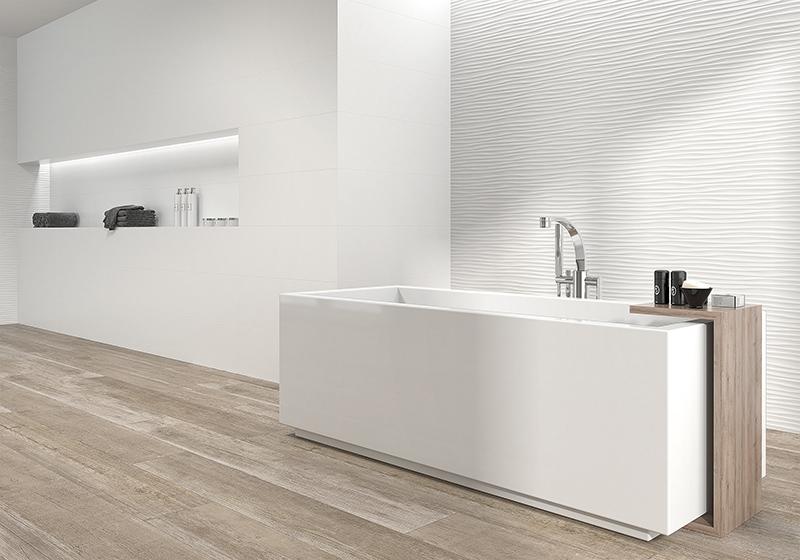 Los azulejos para el baño en color blanco son una apuesta segura. Luminosidad, espacios con mayor sensación de amplitud y estilo atemporal.  En nuestra propuesta de hoy os traemos 3 ideas de nuestro catálogo de azulejos para el baño en Madrid. Además si nos visitas en nuestra tienda de azulejos en Villalba podrás ver nuestra amplia exposición de cerámica en Madrid. Y nuestra idea de hoy es hablaros de azulejos para el baño en color blanco... Cerámica con acabado imitación a marmol blanco, cerámica en blancos de acabado brillante, cerámica en color blanco con acabados en relieve... Nuestras colecciones de cerámica para tu hogar en Madrid aportarán estilo y calidad a cualquier espacio.