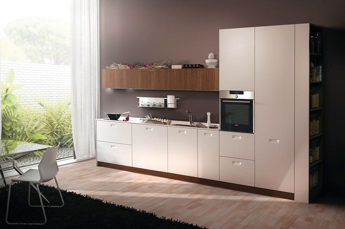 A la hora de renovar tu cocina los muebles serán el elemento principal. Pero el fregadero y la grifería son detalles que marcarán la diferencia.  Para crear el conjunto de elementos perfecto al renovar la cocina hay que conseguir que estos se complementen así. Por tanto, la grifería y el fregadero que elijamos tendrá que ir en consonancia con lo muebles de cocim¡na. Y además, tendremos que tener en cuenta su funcionalidad y que se adecúe a lo que queremos y necesitamos.  En Esil de Alba somos expertos en muebles de cocina en Madrid. Y te ayudaremos a crear tu proyecto y a hacerlo realidad. También tenemos un amplio catálogo de fregaderos y grifería. Para que renovar la cocina sea un proyecto integral en el que te asesoraremos en todo lo que necesites.