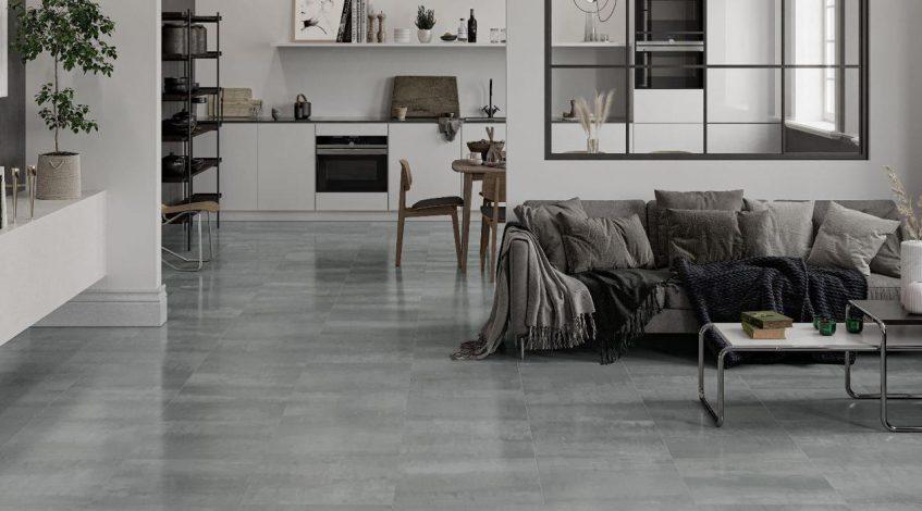 Vestir los suelos y las paredes de tu hogar con estilo y calidad tiene un elemento clave fundamental: nuestros azulejos y suelos porcelánicos.  En Esil de Alba tenemos un amplísimo catálogo de azulejos y suelos porcelánicos. En el cual podrás encontrar una gran variedad de estilos y acabados. Los cuales son ideales para cualquier espacio del hogar: cerámica para la cocina, cerámica para el baño y cerámica para otros espacios, como el salón. Además, también somos expertos en pavimentos cerámicos para exterior. Contamos con colecciones especiales de suelos antideslizantes. Y con gran capacidad de resistencia a la humedad, al frío, a los cambios de temperatura y al desgaste.  Ya conocemos la gran resistencia al desgaste y al rayado que tienen los azulejos y suelos porcelánicos. Por eso este tipo de cerámica es de gran durabilidad. También hemos hablado en otras ocasiones de la infinita variedad de acabados, colores, tonos y decoraciones de este material. Desde acabados con imitación piedras naturales como la pizarra o el mármol. Pasando por acabados imitación madera: roble, cerezo, nogal... Hasta acabados con imitación a cemento, oxidos, etc. Así, en este post de hoy, os traemos unas propuestas de nuestro catálogo de Azulejos y Pavimentos para que encontréis vuestra propia inspiración.