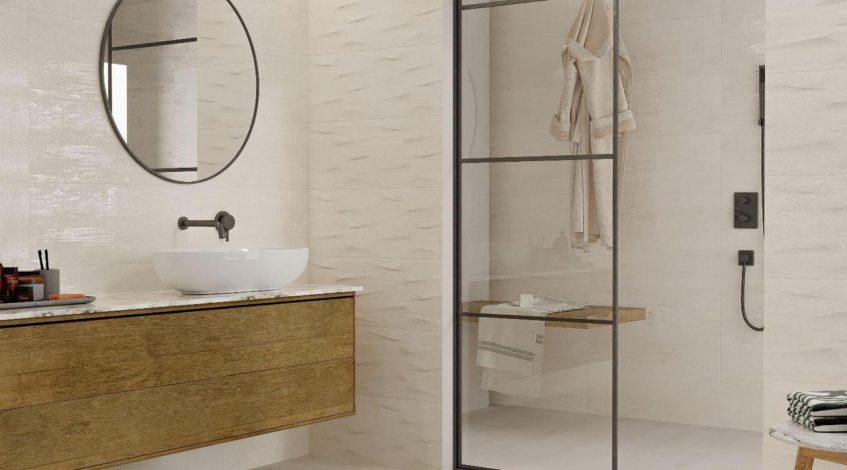 ¡Nos encantan las novedades en cerámica para el cuarto de baño!  Hoy en nuestro blog os hablamos de novedades de nuestra sección de Azulejos y Pavimentos. El baño es uno de los espacios del hogar que es protagonista frecuente de nuestros materiales cerámico. Por eso hoy nos centramos precisamente en la cerámica para el cuarto de baño.  Así, os presentamos 3 propuestas en 3 tonos base pastel. Acabados suaves y elegantes. Decorados en relieve y con texturas. En definitiva los mejores materiales cerámicos para revestir tu baño con estilo y calidad. ¡Empezamos!